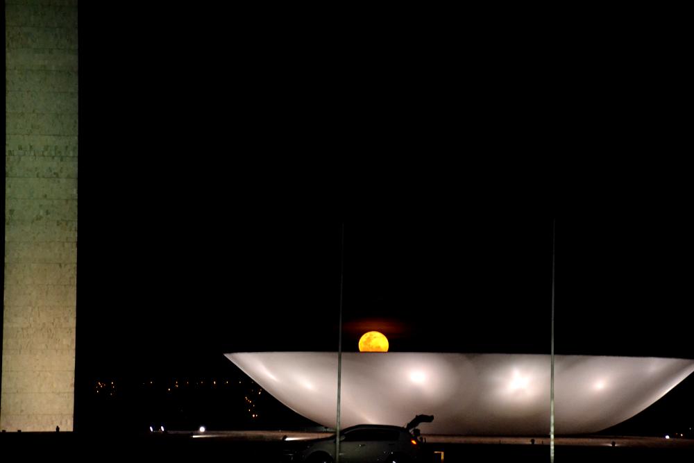 Lua em 23 de junho de 2013